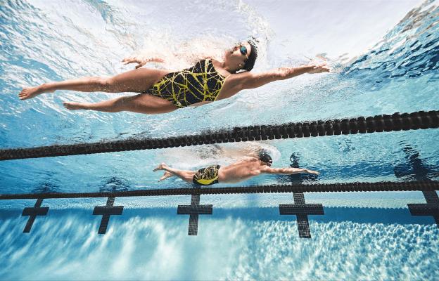 Nadar en pareja: Conoce sus beneficios y ventajas