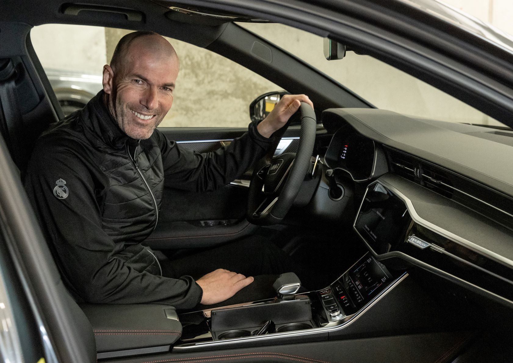 Jugadores del Real Madrid C.F. reciben sus nuevos Audi