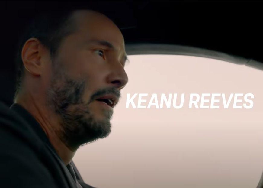 Keanu Reeves y Alex Winter conducen el Porsche Taycan